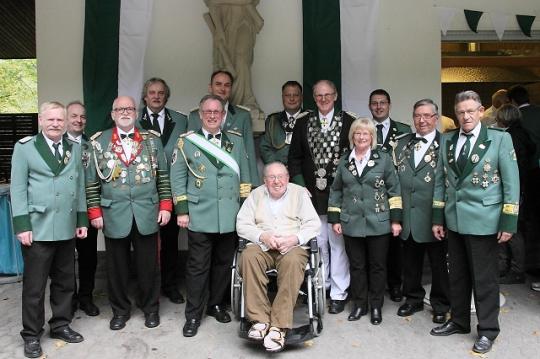 Ehemalige Bezirkskönige v.l.n.r.: Wolfgang Schmickler, 1992  St. Seb. Heimersheim Rüdiger Heuser,  2010  St. Hub. Westum Martin Schlimpen,  1982  St. Seb. Oberwinter Klaus Beykirch,  1995  St. Hub. Rheineck Sigi Belz, BBM  2013  St. Seb. Heimersheim Jörg